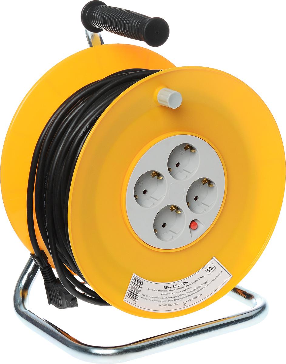 Удлинитель силовой ЭРА RP-4-3x1.0-50m, на катушке, 4 гнезда, 50 мRP-4-3x1.0-50mСиловой удлинитель ЭРА RP-4-3x1.0-50m позволяет подключить несколько потребителей к одной электрической розетке, а также обеспечит защиту сети и оборудования в случае перегрузки. За счет большой длины кабеля незаменим на садовом участке, при проведении строительных и ремонтных работ. 3 медные жилы сечением 1 мм2 обеспечивают допустимую максимальную мощность нагрузки в 2300 Вт. Сечение жилы провода является ключевым элементом качества силового удлинителя. Рама катушки выполнена из металла, что позволяет добиться максимальной механической прочности и долговечности конструкции. Корпус и блок с розетками выполнен из полипропилена и поликарбоната - устойчив к механическим повреждениям, царапинам, соответствует требованиям пожаробезопасности. Терморазмыкатель в случае превышения допустимой нагрузки размыкает цепь и предотвращает перегрев проводов. В отличие от плавкого предохранителя, для возобновления работы силового удлинителя достаточно устранить источник...