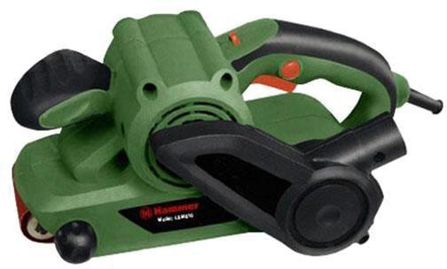 Ленточная шлифмашина Hammer LSM810LSM 810Ленточная шлифовальная машина (шлифмашина) с электронной регулировкой частоты вращения LSM810 810Вт предназначена для шлифования деревянного бруса, ДВП, ДСП, фанеры. Шлифмашина легко убирает с поверхности застаревший лак и краску. ЛШМ может использоваться совместно с промышленным пылесосом. Двойная изоляция электроинструмента, дает возможность его использование в бытовых условиях. Ленточная шлифовальная машина (шлифмашина) - это надежная шлифовальная машина с качественной системой безопасности.
