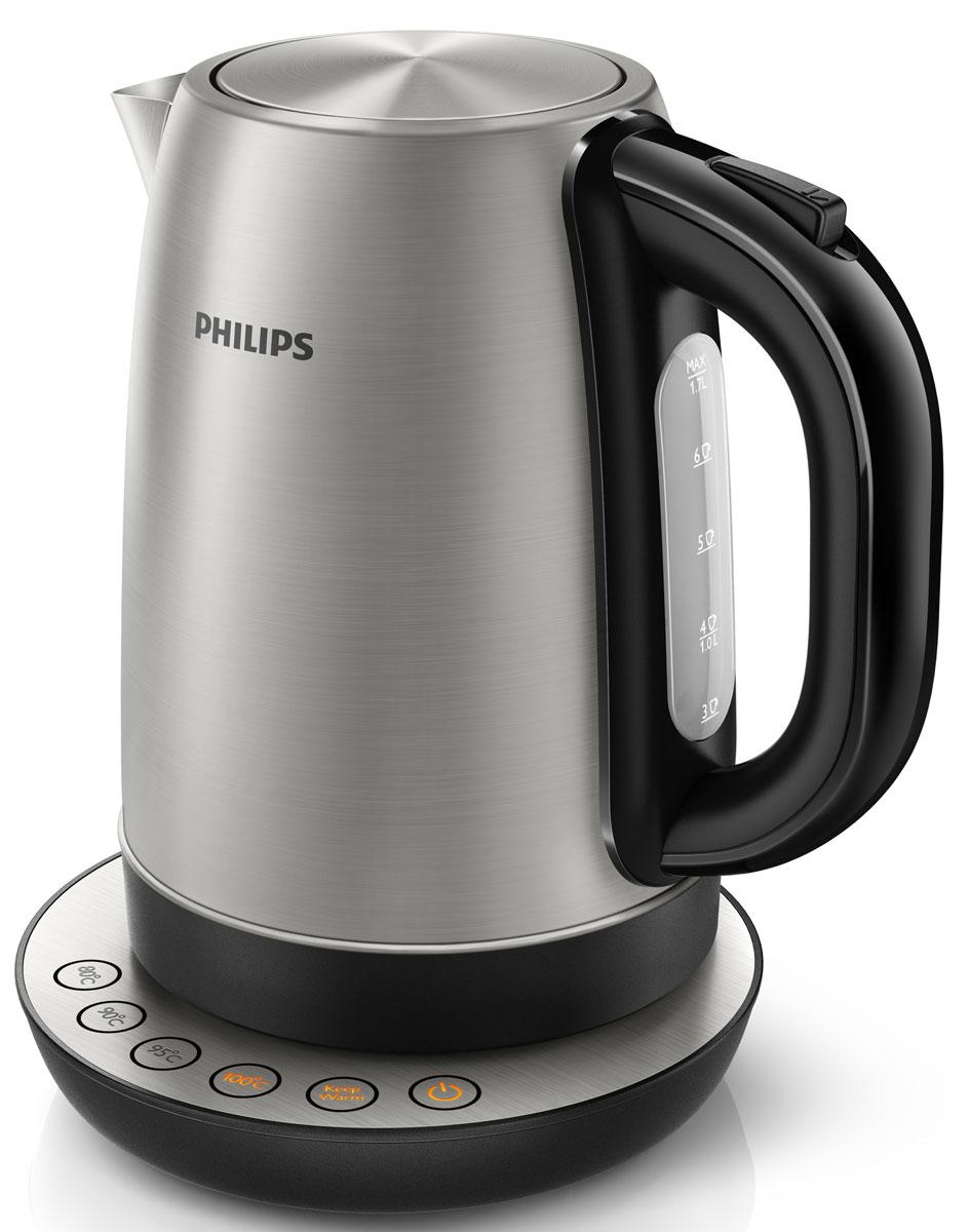 Philips HD9326/20 чайник электрическийHD9326/20Как приготовить вкусный напиток? Для получения насыщенного вкуса каждый горячий напиток должен быть приготовлен при оптимальной температуре. Теперь вы сможете наслаждаться великолепным вкусом горячего напитка, просто выбрав на чайнике Philips HD9326/20 кнопку с нужной температурой. 4 запрограммированных кнопки для выбора горячего напитка: Цифровые установки температуры 80, 90, 95 и 100 °C позволяют подогреть воду до необходимой температуры для приготовления различных видов чая, растворимого кофе или супа. Функция Keep warm поддерживает заданную температуру воды: Больше не нужно каждый раз повторно кипятить воду. Функция поддержания температуры сохраняет необходимую температуру воды в соответствии с выбранной установкой. Широко открывающаяся крышка на пружине для удобного наполнения и очистки исключает контакт с паром. Шнур оборачивается вокруг основания, что позволяет легко разместить чайник на кухне. ...