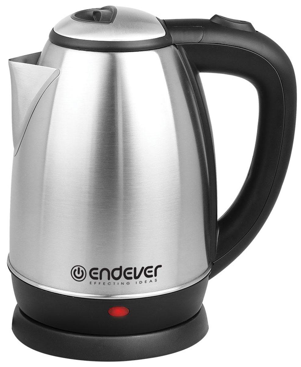 Endever KR-229S электрочайникKR-229SЧайник Endever KR-229S станет прекрасной заменой любой устаревшей модели. Выполнен чайник из качественных и безопасных материалов, поэтому даже длительное использование данной модели не скажется как на качестве работы устройства, так и на вашем здоровье. Чайник быстро нагревает воду и долго сохраняет ее горячей. Он не занимает много места на кухонной столешнице и не помешает вам в приготовлении пищи. Беспроводное соединение позволяет вращать чайник на подставке на 360°. По необходимости лишний шнур питания вы всегда можете спрятать в специальный отсек.