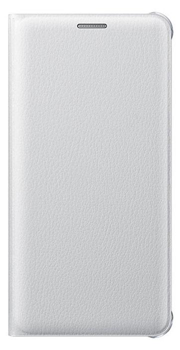 Samsung EF-WA710 FlipWallet чехол для Galaxy A7, WhiteEF-WA710PWEGRUЧехол-книжка Samsung Flip Wallet подходит для модели смартфона Samsung Galaxy A7 (SM-A710F). В отличие от простых накладок он защищает не только боковые грани и заднюю стенку смартфона, но и экран от пыли, царапин и потертостей. Он выполнен из полиуретана и плотно прилегает к корпусу девайса. Изящный чехол в минималистичном стиле станет отличным подарком для практичных людей. В специальном кармашке внутри чехла можно хранить визитки, кредитные карты или денежные купюры. Тонкие стенки аксессуара практически не увеличивают габаритов Samsung Galaxy A7. При пользовании смартфона доступы ко всем портам и камере остаются открытыми.