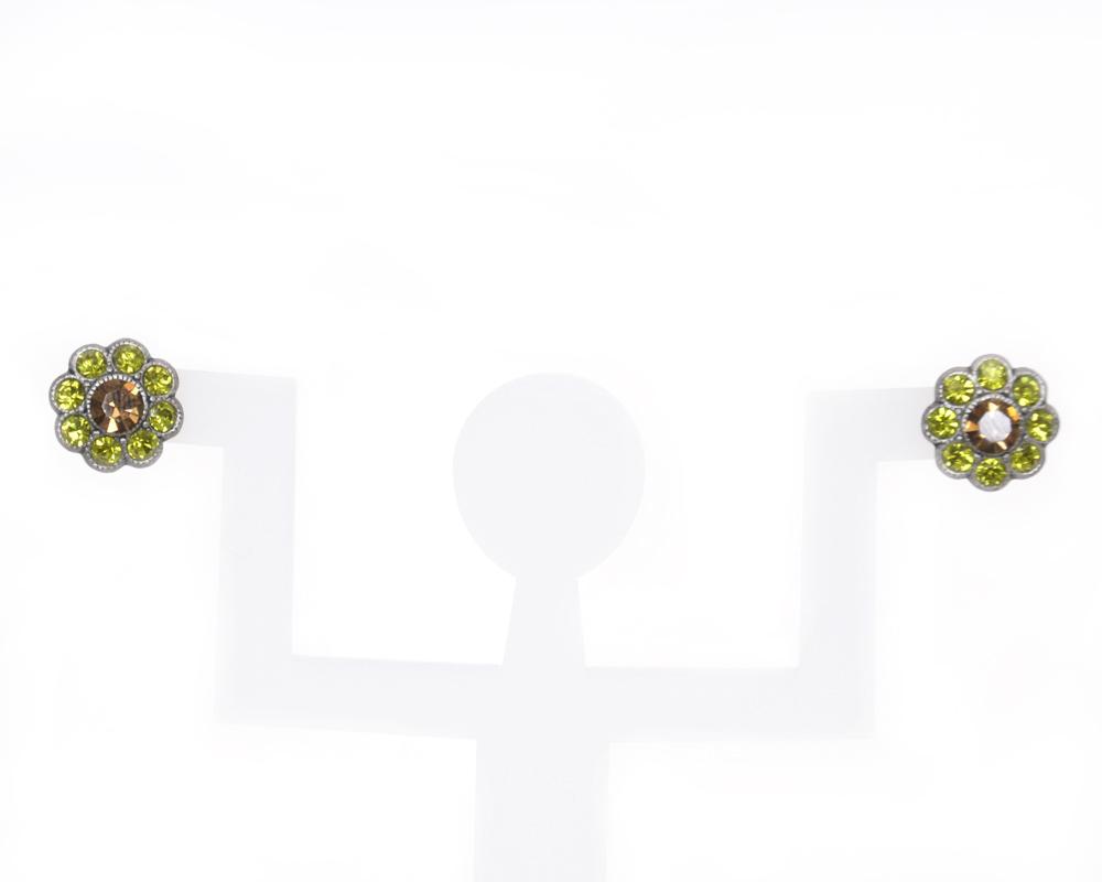 Серьги Bohemia Style, цвет: светло-зеленый, светло-коричневый. 744S 4082 08Пуссеты (гвоздики)Очаровательные серьги Bohemia Style придадут вашему образу изюминку.Серьги-пусеты, выполненные из ювелирного сплава, украшены мелкими стразами двух цветов. Изделие застегивается на замок-гвоздик с металлической задвижкой, которая обеспечивает надежное удержание серьги. Изящные серьги подчеркнут красоту вечернего платья или преобразят повседневный наряд. Непререкаемое качество, тщательность исполнения, гипоаллергенные материалы, золотое, серебряное и родиевое покрытие металлических элементов изделий выгодно отличают продукцию Bohemia Style от основной массы продукции, представленной на рынке. Цветное стекло для производства украшений изготавливается по особой технологии, поддается огранке и полностью имитирует природные камни: опал, малахит, янтарь, яшму, лазурит.