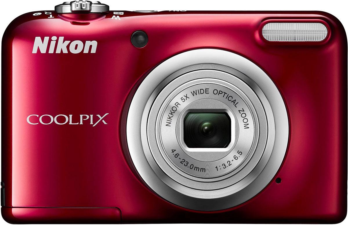 Nikon CoolPix A10, Red цифровая фотокамераVNA982E1Фотокамера Nikon CoolPix A10 с удобной рукояткой и понятным расположением кнопок была создана с акцентом на простоту. Объектив NIKKOR с 5-кратным оптическим зумом позволяет как запечатлевать интересные выражения лиц, так и создавать групповые снимки, на которых поместятся все присутствующие. Простота в использовании и 16,1 эффективных мегапикселей: Сочетание простоты в использовании и мощной 16-мегапиксельной матрицы гарантируют получение великолепных изображений с высоким разрешением и удовольствие от процесса съемки. Удобная рукоятка и понятное расположение кнопок: Удобная рукоятка обеспечивает устойчивость фотокамеры и способствует получению четких снимков, а понятное и функциональное расположение кнопок существенно упрощает управление фотокамерой. Объектив NIKKOR с 5-кратным оптическим зумом: Универсальный широкоугольный объектив NIKKOR с 5-кратным оптическим зумом (26-130 мм в эквиваленте формата 35 мм) позволяет не...