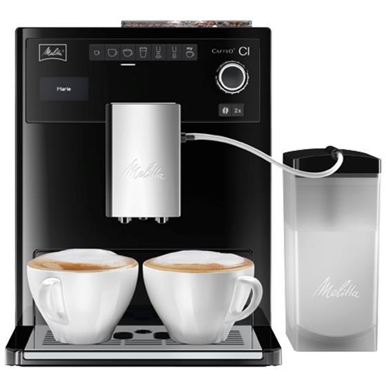 Melitta Caffeo CI, Black кофемашинаE970-103Кофемашина Melitta Caffeo CI - единственная интеллектуальная представительница среди аналогичных марок, которая позволяет создавать индивидуальную рецептуру кофе во время приготовления. Пользователи смогут не просто создать, но и сохранить двадцать четыре уникальных рецепта, ориентируясь на собственный вкус. Изменить любые нюансы можно даже в процессе работы аппарата, например, указать иной объем молочной пены. Виртуозный капучинатор, русифицированное меню доставят удовольствие каждому! - Молочная система Plug In - диспенсер для взбивания молока в пышную пенку. Система находится в основном отсеке вывода напитков на фронтальной части кофе-машины. Легко снимается, можно мыть под струей воды. -«Мой кофе» - рецепты на каждого члена семьи. Возможность задать индивидуальные настройки для 6ти напитков для четырех членов семьи. Итого 24 рецепта в памяти кофе-машины - так просто теперь готовить свою любимую чашечку кофе! -Стандартные напитки. На фронтальной части кофе-машины символьно...