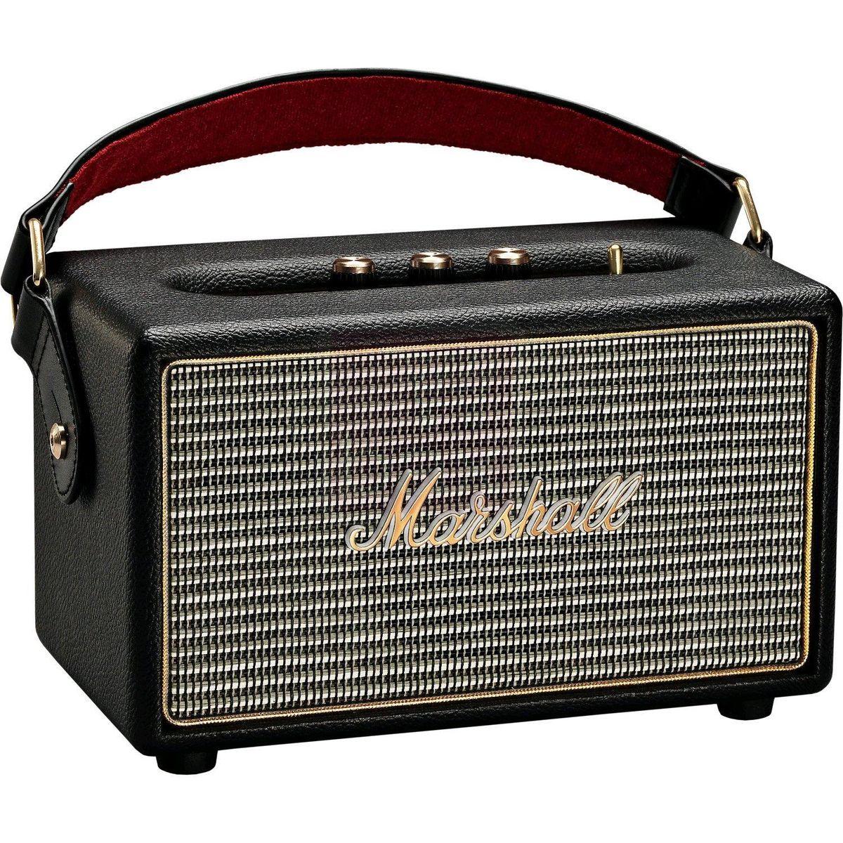 Marshall Kilburn, Black акустическая система7340055313834The Kilburn - это первая колонка в линейке акустики Marshall, освобожденная от проводов. Небольшая, весом всего в 3 килограмма, она может похвастаться одними из самых громких динамиков в своем классе, которые обеспечивают не только мощный бас, но и широкую звуковую сцену, четкую панораму и детализированное звучание. По традиции устройство выполнено в стиле олдскульных гитарных усилителей: обтянутый винилом корпус, металлическая решетка на динамиках с легендарным логотипом на ней, аналоговые переключатели и ручки регулировок золотого цвета. Путешествуйте налегке вместе с Marshall Kilburn: кожаный ремешок в гитарном стиле позволит брать с собой колонку в любые путешествия, а встроенный аккумулятор обеспечит до 18 часов наслаждения вашей любимой музыкой без подзарядки. Частота кроссовера: 4200 Гц