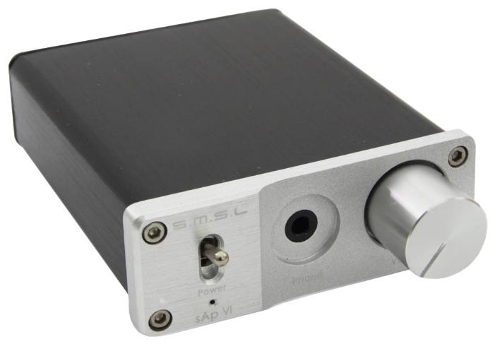 SMSL sAp VI, Silver усилитель для наушников6970141850601SMSL sAp VI – это высокомощный портативный усилитель для наушников, выполненный в алюминиевом корпусе. Устройство разработано специально для компьютеров, DVD- и HD-плееров, которые в силу своей специфики, не могут выдавать сигнал, достаточный для раскрытия всего потенциала наушников. Схема устройства выполнена из материалов и компонентов высокого качества, а значит, вы будете слышать только оригинальное звучание без каких-либо ненужных шумов и искажений. Усилитель для наушников имеет современный, но сдержанный дизайн. Благодаря небольшим размерам вы сможете взять его с собой в путь. На фронтальной панели находится выход для наушников, тумблер для включения и выключения устройства, а также металлический регулятор громкости. На задней панели расположились разъемы для подключения источника питания и источника звука. Продуманный интерфейс делает работу с усилителем крайне простой и эффективной. Рекомендуемое сопротивление нагрузки: 16 - 300 Ом