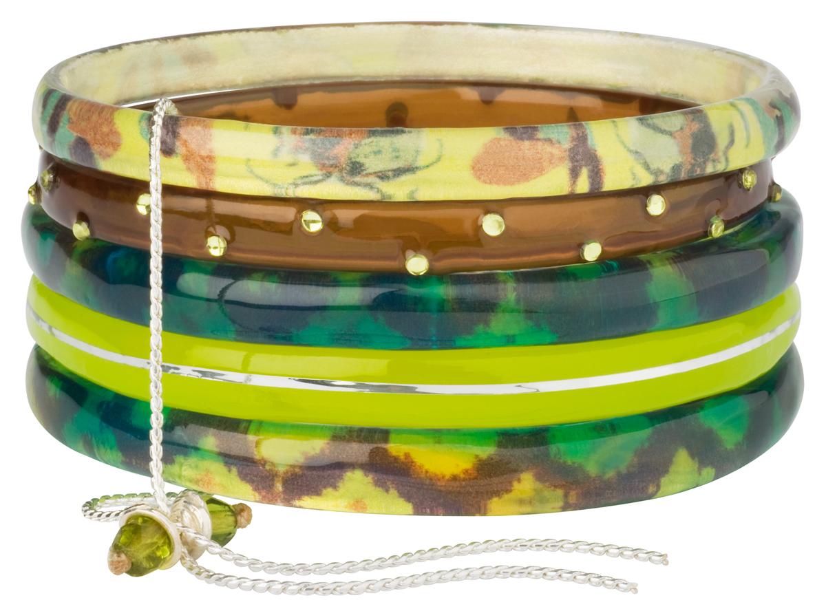 Браслет Lalo Treasures ROW, цвет: зеленый, желтый. Bn2502Bn2502Оригинальный браслет Lalo Treasures выполнен из ювелирной смолы и металлического сплава. Декоративные элементы собраны на металлическую цепочку с бусинами. Стильное украшение поможет дополнить любой образ и привнести в него завершающий яркий штрих.