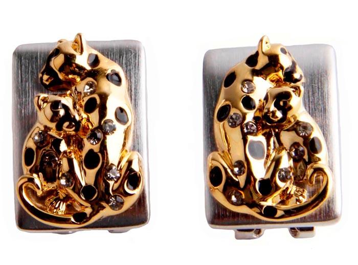 Серьги Леопарды. Бижутерный сплав, кристаллы. Корея, конец ХХ векаФС100-420Серьги Леопарды. Бижутерный сплав, кристаллы. Корея, конец ХХ века. Размеры 2 х 1,5 см. Сохранность хорошая. Предмет не был в использовании. Богато инкрустированные стразами серьги выполнены в виде символа дома Картье - роскошного грациозного леопарда. Эта украшение станет изысканным украшением для романтичной и творческой натуры и гармонично дополнит Ваш наряд, станет завершающим штрихом в создании образа.