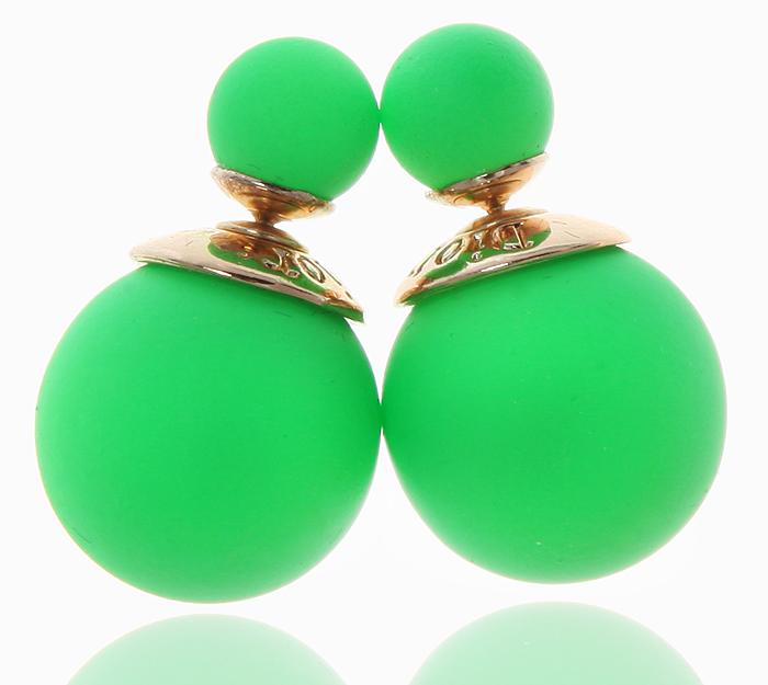 Серьги-шары Офелия. Бусины зеленого цвета, бижутерный сплав золотого тона. Arrina, ГонконгE3452Двухсторонние серьги-шары Офелия. Бусины зеленого цвета, бижутерный сплав золотого тона. Arrina, Гонконг. Размер - диаметр 1,5 см. Серьги-шары - самый модный тренд в этом сезоне!
