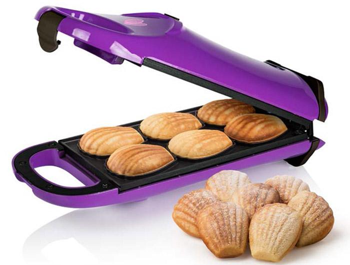 Princess 132404 Мадлен, Purple печенница132404Princess 132404 Мадлен - отличный прибор для выпечки традиционного французского бисквитного печенья мадлен. Имеется возможность поворота на 180 градусов для равномерного распределения теста и пропекания. Устойчивые резиновые ножки обеспечат комфорт в повседневном использовании. Особенности 6 печений за одну закладку Антипригарное покрытие пластин Контрольные лампа включения и нагрева Вертикальное и горизонтальное хранение Крышка с замком Противоскользящие ножки