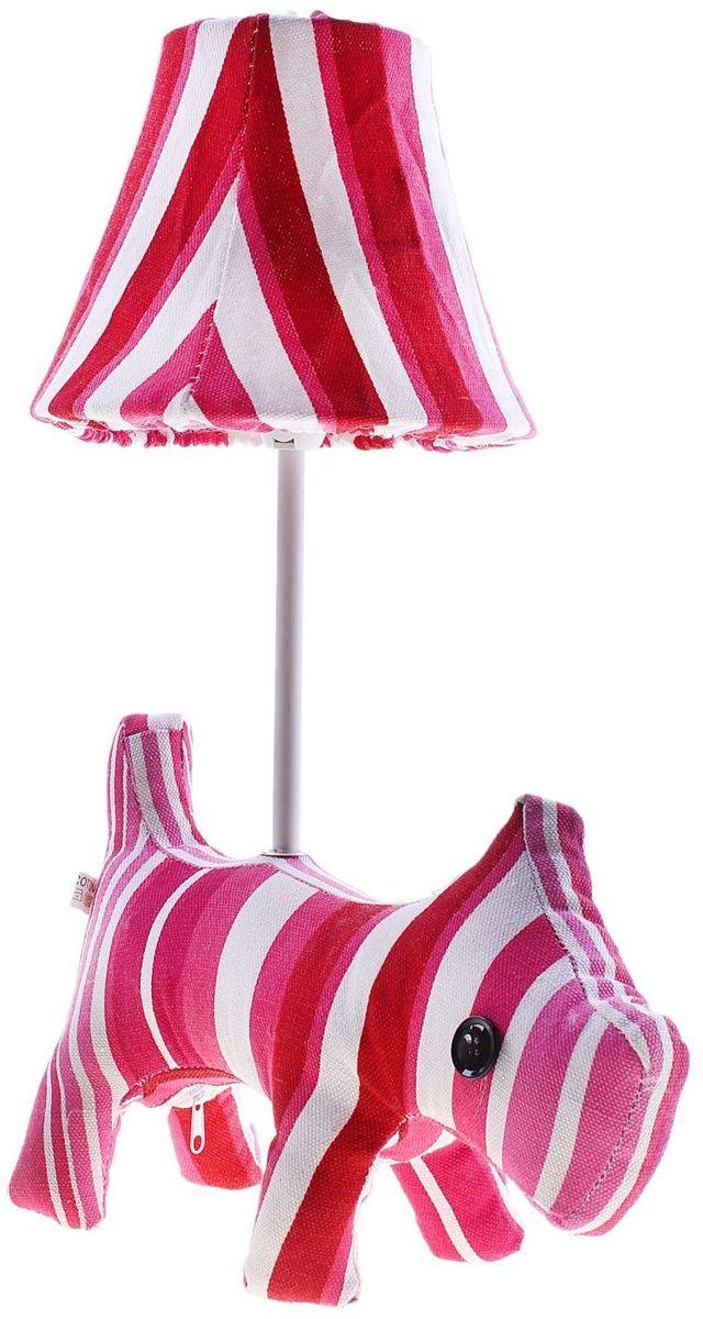 Лампа настольная Полосатая собачка737131Детям веселей, когда их окружают яркие вещицы. Поэтому стоит продумать даже то, как будет выглядеть дополнительный источник света в комнате вашего малыша. Чаще всего подобные светильники ставят на прикроватную тумбочку или письменный стол, чтобы в комнате не оставалось неосвещённого пространства. Чтобы не оставлять своего маленького шалуна в полной темноте, просто «зажгите» светильник детский белый, с ним будет спокойней и вам и ребёнку. *Размещайте провода и другие, не предназначенные для детских ручек детали, таким образом, чтобы ваш шалун до них не дотянулся.