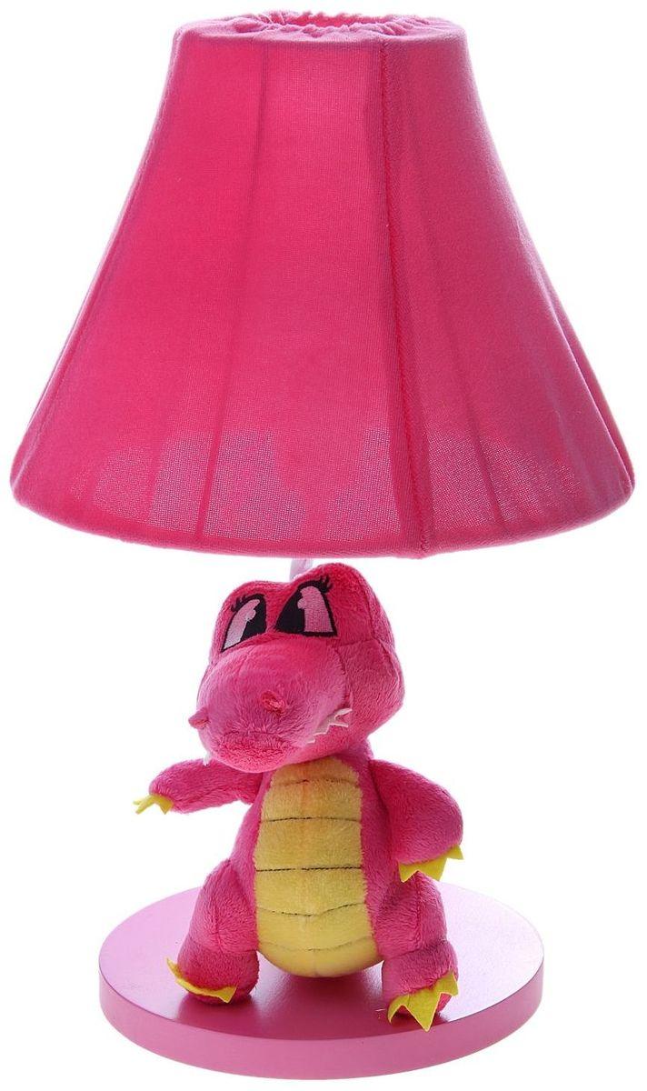 Лампа настольная Плюшевый динозаврик розовый906518Детям веселей, когда их окружают яркие вещицы. Поэтому стоит продумать даже то, как будет выглядеть дополнительный источник света в комнате вашего малыша. Чаще всего подобные светильники ставят на прикроватную тумбочку или письменный стол, чтобы в комнате не оставалось неосвещённого пространства. Чтобы не оставлять своего маленького шалуна в полной темноте, просто «зажгите» светильник детский белый, с ним будет спокойней и вам и ребёнку. *Размещайте провода и другие, не предназначенные для детских ручек детали, таким образом, чтобы ваш шалун до них не дотянулся.