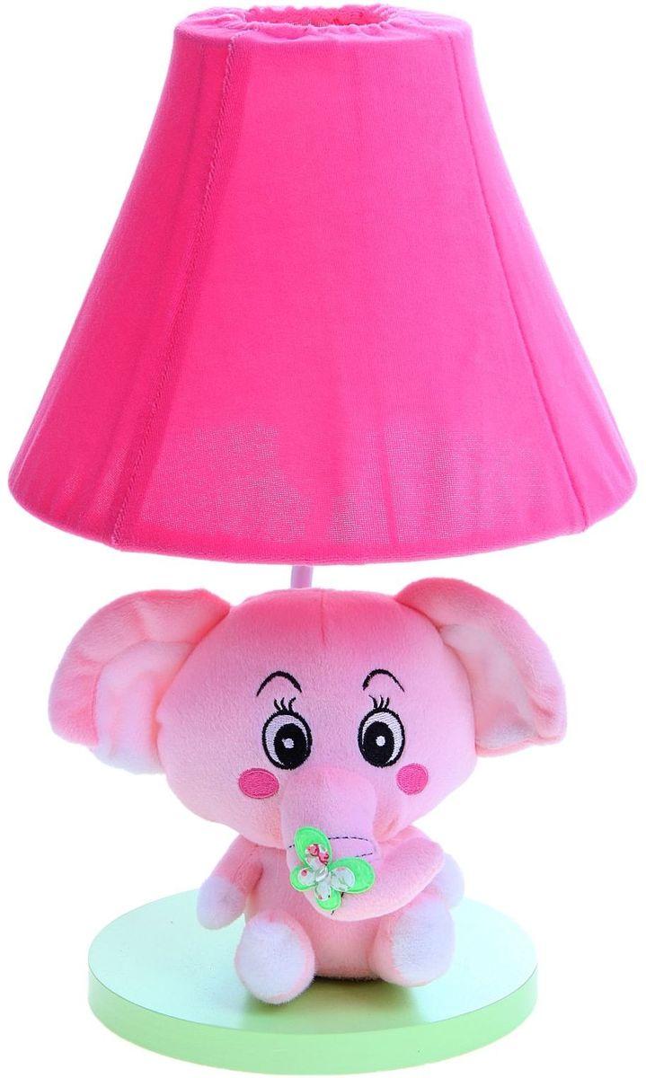 Лампа настольная Плюшевый слоненок розовый906522Детям веселей, когда их окружают яркие вещицы. Поэтому стоит продумать даже то, как будет выглядеть дополнительный источник света в комнате вашего малыша. Чаще всего подобные светильники ставят на прикроватную тумбочку или письменный стол, чтобы в комнате не оставалось неосвещённого пространства. Чтобы не оставлять своего маленького шалуна в полной темноте, просто «зажгите» светильник детский белый, с ним будет спокойней и вам и ребёнку. *Размещайте провода и другие, не предназначенные для детских ручек детали, таким образом, чтобы ваш шалун до них не дотянулся.