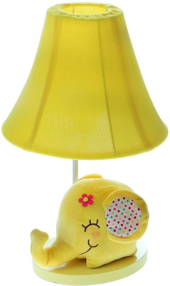 Лампа настольная Плюшевый слоненок желтый906527Детям веселей, когда их окружают яркие вещицы. Поэтому стоит продумать даже то, как будет выглядеть дополнительный источник света в комнате вашего малыша. Чаще всего подобные светильники ставят на прикроватную тумбочку или письменный стол, чтобы в комнате не оставалось неосвещённого пространства. Чтобы не оставлять своего маленького шалуна в полной темноте, просто «зажгите» светильник детский белый, с ним будет спокойней и вам и ребёнку. *Размещайте провода и другие, не предназначенные для детских ручек детали, таким образом, чтобы ваш шалун до них не дотянулся.