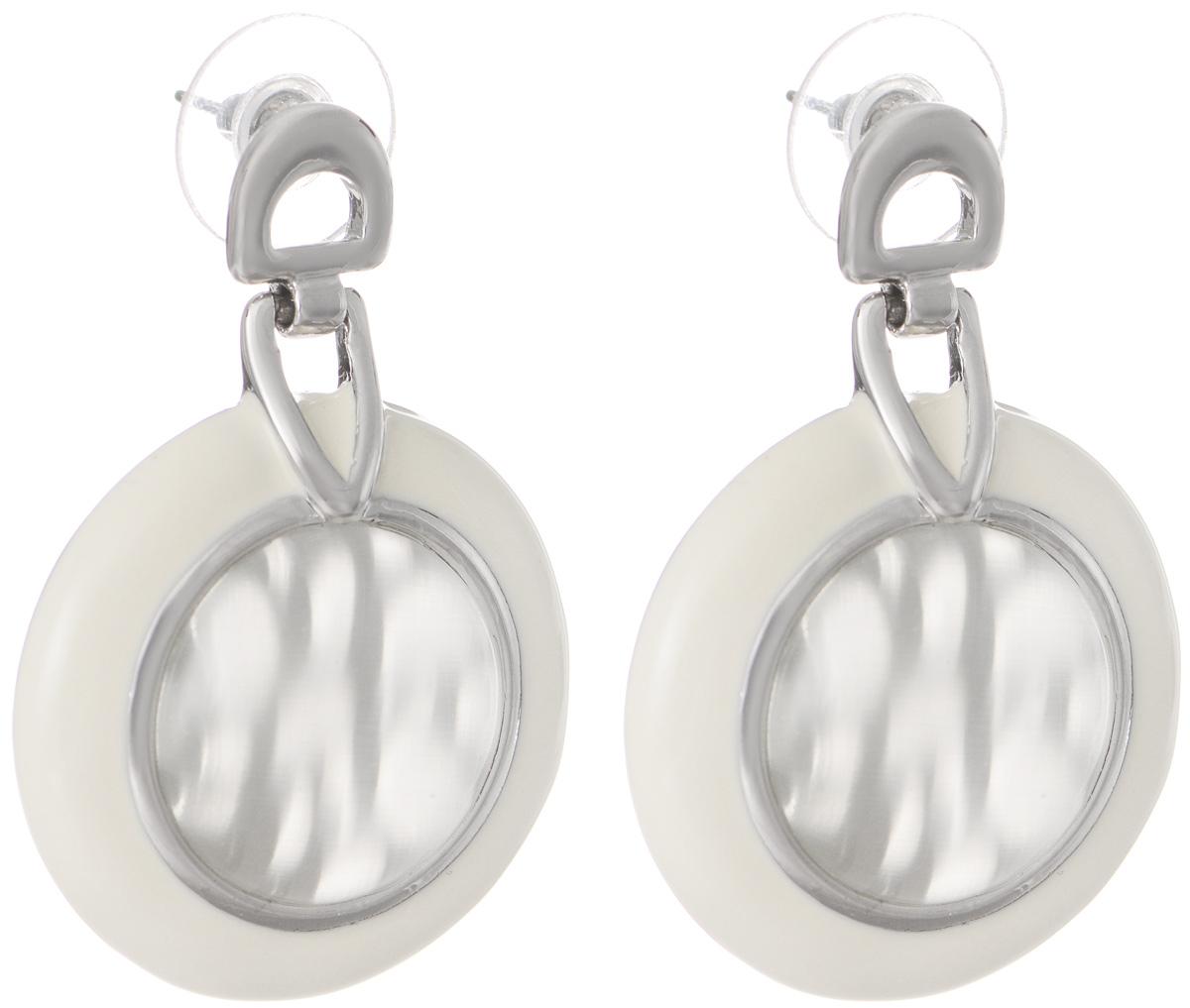Серьги Art-Silver, цвет: серебряный, белый. V058150-002-891V058150-002-891Оригинальные серьги Art-Silver выполнены из бижутерного сплава, с легкостью завершат ваш образ. В качестве основы украшения использован замок-гвоздик с фиксатором из металла и пластика. Серьги дополнены оригинальными подвижными подвесками. Подвески имеют округлую форму, покрыты эмалью и дополнены вставками из кошачьего глаза. Стильные серьги придадут вашему образу изюминку, подчеркнут красоту и изящество вечернего платья или преобразят повседневный наряд.