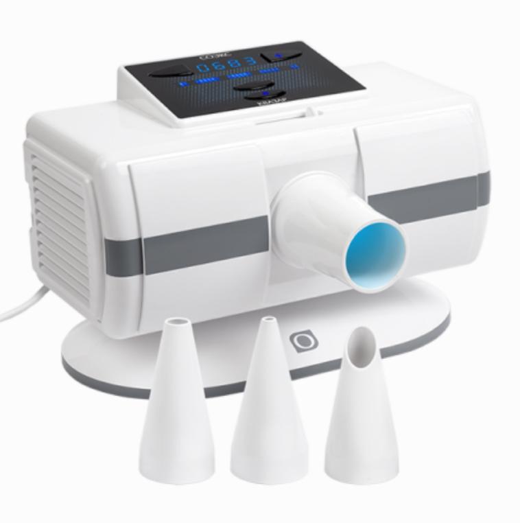 Соэкс Квазар, White УФ-облучательСОЭКС 004Прибор Соэкс Квазар, генерирующий ультрафиолетовое излучение и позволяющий лечить воспалительные ЛОР-заболевания, осуществлять обработку кожи и слизистых оболочек. Может использоваться для профилактической бактерицидной обработки воздуха в небольших помещениях. Не вырабатывает озон, благодаря чему людям не приходится покидать помещение на время эксплуатации прибора. Обеззараживает не только воздух, но и любые поверхности предметов, находящихся в помещении. Комплектация включает 3 сменных тубуса для облучения горла, носа, кожных покровов. Облучатель оснащен таймером, автоматически отключающим его по окончании процедуры. Управление осуществляется с помощью 4-х кнопок, расположенных вместе с дисплеем на верхней панели.Ультрафиолетовое облучение хорошо проявляет себя при лечении различных заболеваний в терапии, хирургии, стоматологии, гинекологии, ЛОР-практике, дерматологии и педиатрии. Если совсем недавно подобные процедуры можно было проводить только в специализированных...