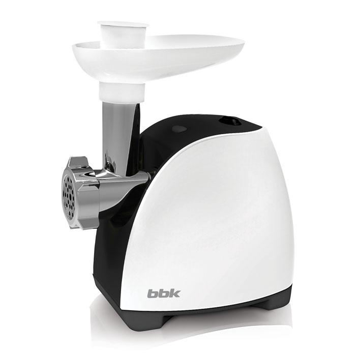 BBK MG1601, White Black мясорубкаMG1601 б/чМясорубка BBK MG1601 - многофункциональное устройство, которое предназначено не только для измельчения мяса, но также для изготовления полуфабрикатов, лапши, соков из мягких фруктов и овощей. Имея максимальную мощность 1600 Вт, способна за одну минуту переработать 1,2 кг мяса. В комплектацию входит 3 перфорированных диска для фарша. Оснащена полезной функцией реверса, которая позволяет шнеку вращаться в обратную сторону и тем самым легко устранять затор.