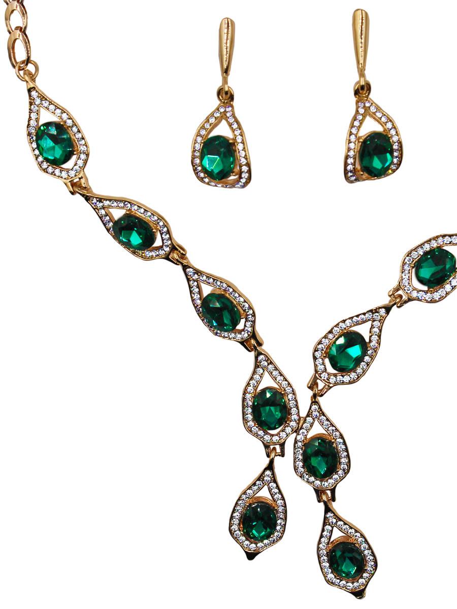 Набор бижутерии женский Taya: серьги, колье, цвет: золото, зеленый. T-B-11524-SET-GL.EMERALDT-B-11524-SET-GL.EMERALDКомплект из колье и серег с английским замком. Украшение собрано из геометрически неправильных стильных элементов с изумрудным глазом в центре каждого. Украшение напоминает праздничный женственный галстук, словно такое изделие всегда было в женской колл Размеры: длина 57 см + удлинение 6 см, центральное украшение 26,0 х 1,3 см, серьги 3,8 х 1,4 см.
