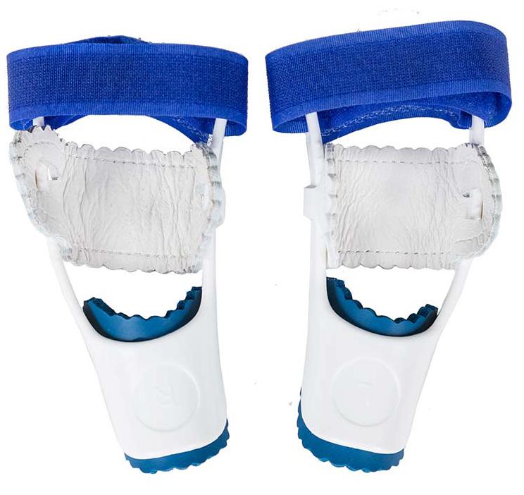 Gess Ortofix Фиксатор для большого пальца ногиGESS-014Бандаж Gess Ortofix мягко снимает воспаление косточки около большого пальца ноги и устраняет дискомфорт связанный с ростом шишки, в то время пока вы спите. Аппарат очень удобный, безопасный и высокоэффективный, рекомендован ортопедами по всему миру. Просто попробуйте и сразу почувствуете облегчение боли. В целом результат лечения зависит от запущенности проблемы роста косточки на ноге (от 1 до трех месяцев). Бандаж на большой палец работает тогда, когда Вы спите и мускулатура тела абсолютно расслаблена. Для этого перед сном необходимо правильно расположить и закрепить Ortofix на стопе вокруг большого пальца. Обязательно убедитесь в том, что изделие плотно прилегает к ноге. Регулируйте положения пальца, меняя степень натяжения ленты-липучки. Выбрав нужную позицию, закрепите ленту, зацепив ее за специальный крючок.