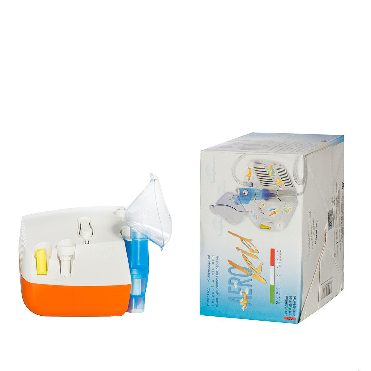 MED 2000 Ингалятор компрессорный модели СХ AERO Kid0001508Технические характеристики: - питание 220 – 240 В - давление 3 бар - расход воздуха 15 л/мин - объем резервуара 7 мл - шумовой порог 50 дБ - 3 режима работы Ингалятор AeroKid в комплекте имеет взрослую и детскую маски, цветные аппликации, которые дети смогут самостоятельно наклеить и разукрасить прибор. Все съемные детали легко снимаются, надеваются, после каждого применения их необходимо мыть и сушить. Комплект поставки: - небулайзер - силиконовая трубка - детская и взрослая маски - мундштук - сменные фильтры - 3 пистона - переходник - цветные аппликации - инструкция по применению - Срок гарантии 5 лет Ингалятор детский AeroKid Модель 2013 года MED2000 ITALY - позволяет удобно проводить аэрозольную терапию детям и взрослым. Компактность, легкость и доступность детского компрессорного небулайзера МЕД2000 Аэрокид, предназначенного для аэрозольной терапии, имеющего электрический поршневый компрессор, пришлись очень кстати...