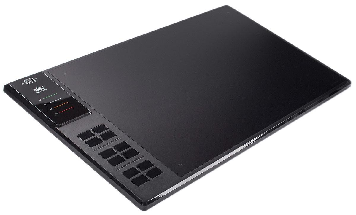 Huion WH1409 (Wi-Fi), Black графический планшетWH1409Графический планшет Huion WH1409 имеет крупнейшую в мире рабочую поверхность размером 351 х 218 мм, на которой вы можете свободно рисовать. Еще больше свободы придает беспроводное Wi-Fi подключение к компьютеру. Благодаря аккумулятору 2000 мАч, планшет может работать до 40 часов без подзарядки. Если этого не достаточно, подключите кабель и продолжайте работать во время зарядки. Этот планшет имеет 12 программируемых клавиш, которые можно запрограммировать как вам удобно. Клавиши реализованы в виде блоков (3 блока по 4 клавиши), что позволит группировать любимые сочетания. Также у Huion WH1409 есть встроенные 8 ГБ памяти, которые позволят вам носить проекты с собой. Технология: Электромагнитный резонанс Рабочая область: 13,8 х 8,6 дюйма (351 мм х 218 мм) Максимальная скорость отклика: 233 RPS Количество клавиш Express Keys: 12 Чувствительность: 2048 уровня Минимальная высота работы пера: 10 мм Энергопотребление 5 вольт...