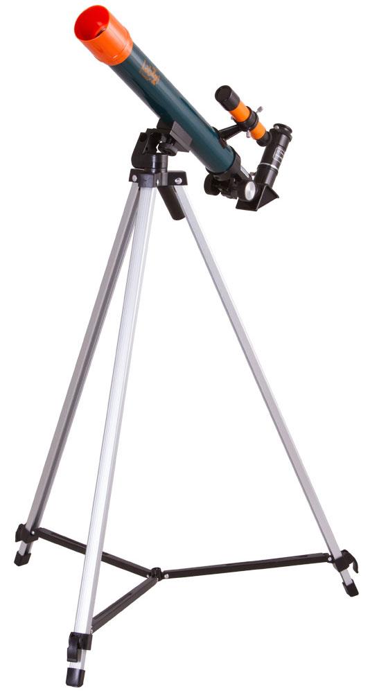 Levenhuk LabZZ T1 телескопT1 40x500Телескоп Levenhuk LabZZ T1 можно порекомендовать в качестве первого телескопа для любознательного ребенка. Это рефрактор с высококачественной оптикой, который дает возможность изучать лунную поверхность, исследовать марсианские кратеры, наблюдать вихри на Венере. Благодаря диагональному зеркалу, которое правильно ориентирует изображение и включено в комплект поставки, телескоп можно использовать как зрительную трубу для наблюдения наземных объектов. Рефрактор прост в управлении. Он установлен на азимутальную монтировку, управление которой не требует знаний и навыков. На ее освоение у ребенка уйдет не более нескольких минут. Тренога изготовлена из алюминия. Высота треноги регулируется. В комплект поставки включены два окуляра разной кратности и оборачивающий окуляр. Максимальное увеличение из коробки составляет 83 крат. Такого увеличения хватит для раскрытия множества интригующих тайн космоса. Светосила (относительное отверстие): f12/5 ...