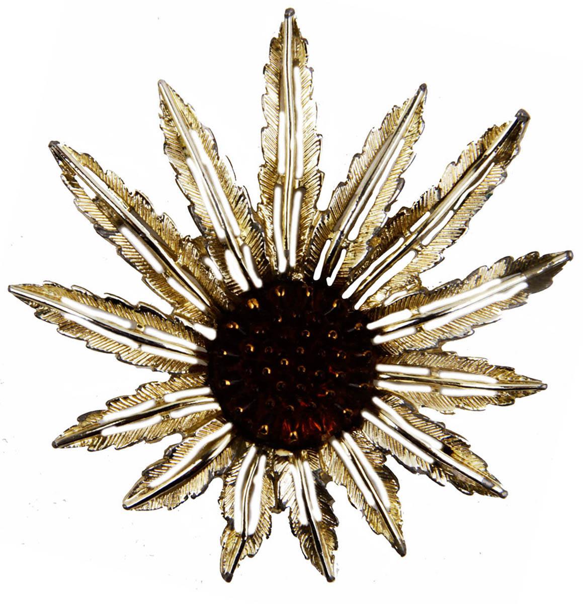 Брошь Янтарный цветок от Sarah Coventry. Бижутерный сплав, композитный материал. Sarah Coventry, конец XX векаОС28326