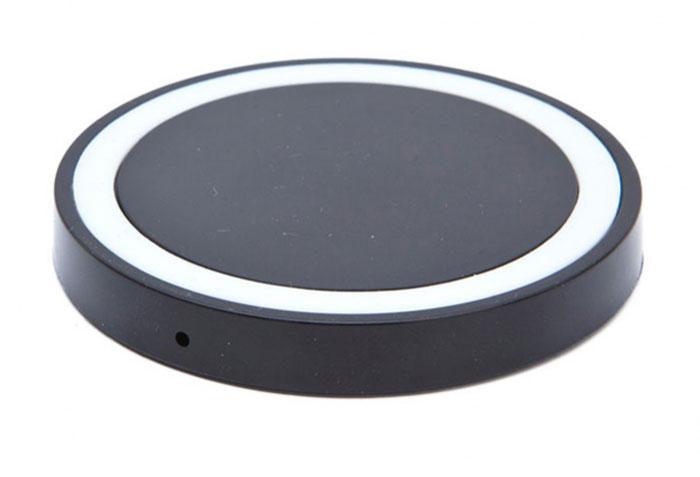Bradex SU 0048, Black беспроводное зарядное устройствоSU 0048Современная техника и гаджеты заполнили ваш дом, но Вы до сих пор еще не слышали о беспроводной зарядке устройств? Круглый аккумулятор для смартфонов станет для вас приятным открытием! - Он позволяет заряжать телефон без прямого подключения к сети или ноутбуку. - Просто присоедините миниатюрный Qi-приемник к Вашему смартфону (спрячьте его внутрь устройства при использовании Micro-USB порта, поместите под чехол или подвесьте как брелок — для моделей Iphone c Lightning разъемом). - Теперь вы сможете подзаряжать устройство в любое время, когда не используете его. Просто кладите смартфон на подключенный к базе аккумулятор: во время зарядки вместо красного индикатора загорится синий. Круглый беспроводной аккумулятор для смартфонов: современные технологии для Вашего комфорта!