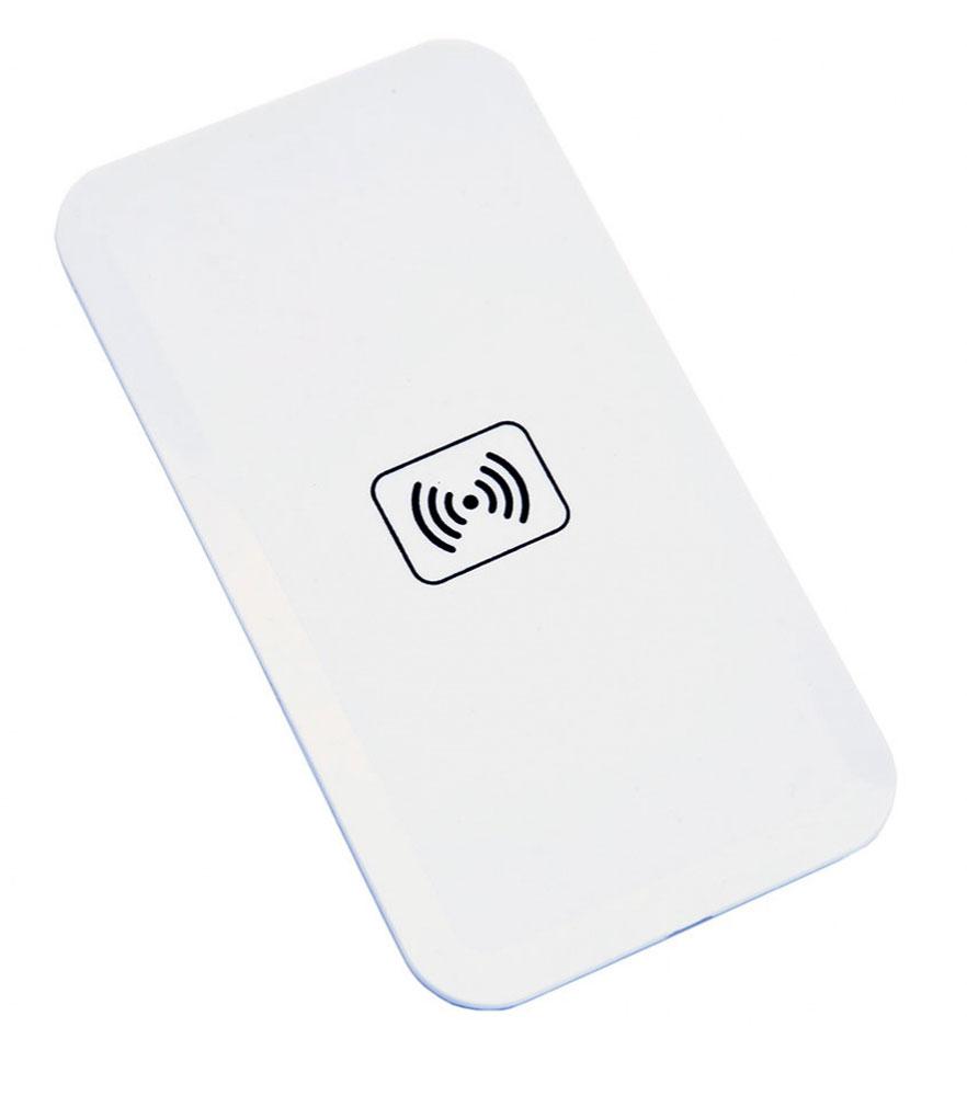 Bradex SU 0053, White беспроводное зарядное устройствоSU 0053Вашему смартфону постоянно не хватает зарядки, а разъемы зарядного устройства быстро изнашиваются из-за слишком частого использования? Беспроводной плоский аккумулятор для смартфонов решает эти проблемы! • Аккумулятор позволяет вам быстро полностью заряжать батарею смартфона без необходимости использовать провода или зарядное устройство. • Просто подсоедините к телефону миниатюрный Qi-приемник, который легко прячется внутри корпуса или чехла, и просто положите смартфон на аккумулятор. • Теперь вы можете спокойно заниматься своими делами, а ваш смартфон все это время будет заряжаться от платформы. • Все, что понадобится для работы Qi-приемника — это компьютер, ноутбук или розетка. С плоским беспроводным аккумулятором для смартфона вы перестанете беспокоиться об уровне зарядки Вашего гаджета!