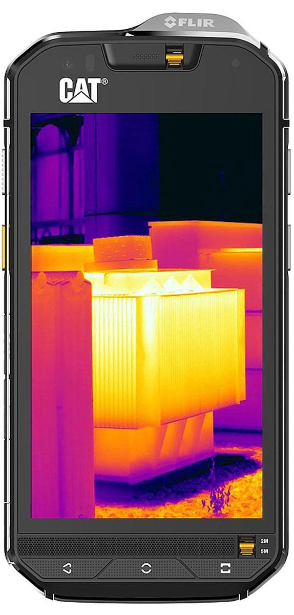 Caterpillar Cat S60, BlackS60-BKCaterpillar Cat S60 имеет максимальную степень водонепроницаемости – он без проблем переносит погружения на глубину до 5 метров при условии использования желтых заглушек для разъема 3,5 мм и микрофонного входа. Основой устройства служит платформа Snapdragon 617 с восьмиядерным процессором, работающая под управлением Android 6.0 Marshmallow. Экран имеет диагональ 4,7 дюйма и характеризуется разрешением 1280х720 пикселей. C сенсорным экраном можно работать даже мокрыми руками и в перчатках.Caterpillar Cat S60 — первый в мире защищенный смартфон с тепловизором. В нем применяются ИК-камеры компании Flir One, которая в прошлом году выпустила для айфона чехол Flir One. Одна видит инфракрасное излучение, другая — видимое глазу человека излучение, используя для этого CMOS-сенсор низкого разрешения (640х480). Датчик Flir выводит на экран живую картинку, позволяет измерять температуру различных поверхностей, а также записывать фото и видео.Тепловизор — не единственная особенность Cat S60. Еще одно достоинство данного аппарата — защищенное исполнение. Благодаря закаленному литому металлическому каркасу и защитному стеклу Gorilla Glass 4 толщиной 1 мм (для сравнения, обычные модели используют стекло толщиной 0,4 мм) смартфон выдерживает падение с высоты до 1,8 м. Целевой аудиторией девайса являются инженеры, строители и представители иных профессий схожего профиля.Телефон сертифицирован EAC и имеет русифицированный интерфейс меню и Руководство пользователя.