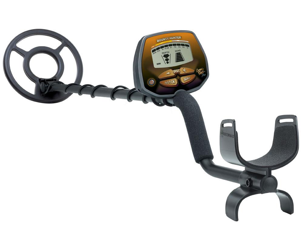 Металлоискатель Bounty Hunter Lone StarPROLONEПервый металлоискатель в линейке Pro от компании BountyHunter. Отлично подходит для поиска как монет, так и черного металла. Прибор превосходно справляется ;с поиском реликвий, золота и серебра. Катушка водонепроницаемая и позволяет работать с детектором на мелководье, вдоль прибрежной полосы.