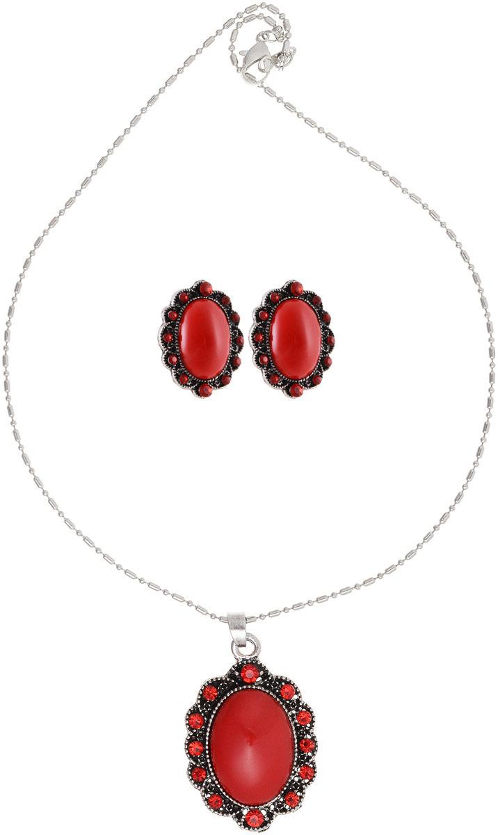 Комплект украшений Vittorio Richi: серьги, кулон, цвет: серебряный, красный. 9897053vr39859|Пуссеты (гвоздики)Комплект украшений Vittorio Richi, включающий в себя серьги и кулон, изготовлен из металла и пластика. Декоративный элемент кулона и серьги выполнен в овальной форме и оформлен вставками из страз и камня. Застегивается кулон с помощью замка-карабина, а длина регулируется с помощью звеньев. Серьги застегиваются с помощью замка-гвоздика.