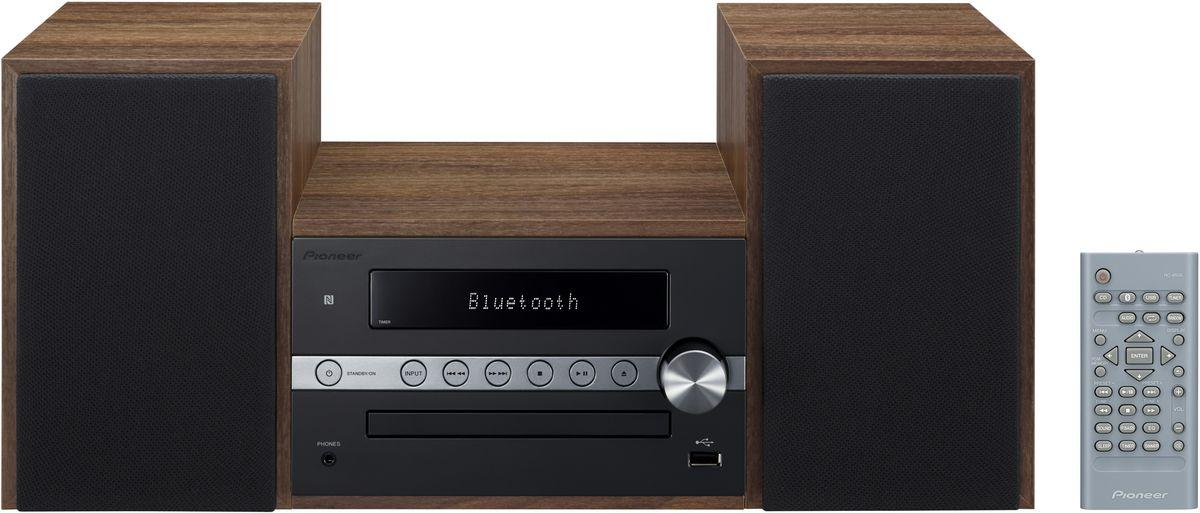 Pioneer X-CM56, Black музыкальный центр1500134Система Pioneer X-CM56 достаточно небольшая, чтобы помещаться практически в любом месте, и достаточно большая, чтобы и гостиную наполнить достаточным звучанием. Интеллектуальный, навеянный скандинавскими мотивами, дизайн допускает различные варианты установки и может благодаря четырем различным цветовым сочетаниям безупречно интегрироваться в любой интерьер: наряду со стилизацией под дерево с классическими белыми и черными передними панелями, в качестве свежих штрихов на выбор представляются такие цветовые сочетания, как бук с абрикосом и бук с мятой. В музыкальном плане здесь правит разнообразие: к таким классическим источникам, как FM-радио и CD- проигрыватель, присоединились смартфоны и карты памяти, причем последние просто вставляются в USB-порт на передней панели, а первые подключаются по беспроводной сети через NFC/Bluetooth и всего лишь одним движением руки. Независимо от местоположения звучание X-CM 56 удивит вас, так как ее...