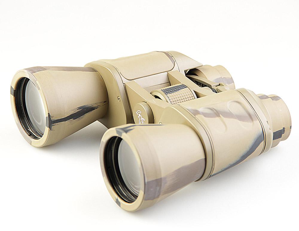 Бинокль Veber Classic, цвет: камуфляж, БПШЦ 10x50 VRWA10966Классический универсальный бинокль, в который возможно не только обнаружить, но и рассмотреть цель в деталях. Довольно габаритный, но с возможностью установки на штатив. Металлический корпус, трудноистираемое многослойное просветляющее покрытие оптики. Полужесткий кейс. ОПИСАНИЕ Универсальная модель. В этот бинокль возможно не только обнаружить и вести цель, c его увеличением в 10-крат удобно рассматривать и детали интересующего объекта. Объектив диаметром 50 мм собирает достаточно света, чтобы использовать бинокль в ближних сумерках. Длительное наблюдение с рук будет затруднительным для неподготовленного наблюдателя, т. к. габариты и вес прибора достаточно велики. Бинокль имеет отверстие с резьбой ? дюйма для установки на фотоштатив (через адаптер, приобретается отдельно). Бинокль Veber Classic БПШЦ 10x50 имеет металлический обрезиненный корпус и многослойное трудноистираемое просветляющее покрытие линз объективов и окуляров. Особенности ...