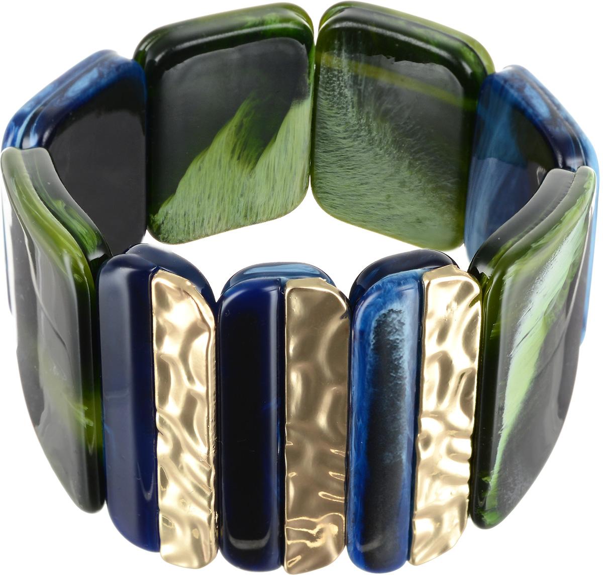 Браслет Selena Accenta, цвет: зеленый, золотистый, синий. 40060600Браслет с подвескамиБраслет Selena Accenta изготовлен из ацетата и латуни с гальваническим покрытием золотом. Объемная фактура больших плоских бусин на резинке делает женское запястье нежным и хрупким. Итальянский ацетат - это дорогой высококачественный полимер, широко применяемый в модной индустрии. Он обладает удивительной особенностью имитировать самые разные природные рисунки и фактуры. Коллекция Accenta - это гимн современности! Модели выполнены в стиле элегантный кэжуал и глэм-рок, они органично впишутся в образ и молодых девушек, и взрослых женщин, чьи взгляды на моду свежи и открыты новому. Все украшения Accenta комплектуются между собой и создают гармоничный ансамбль. Украшения можно носить в любое время года, они уместны на празднике, на прогулке и на работе.