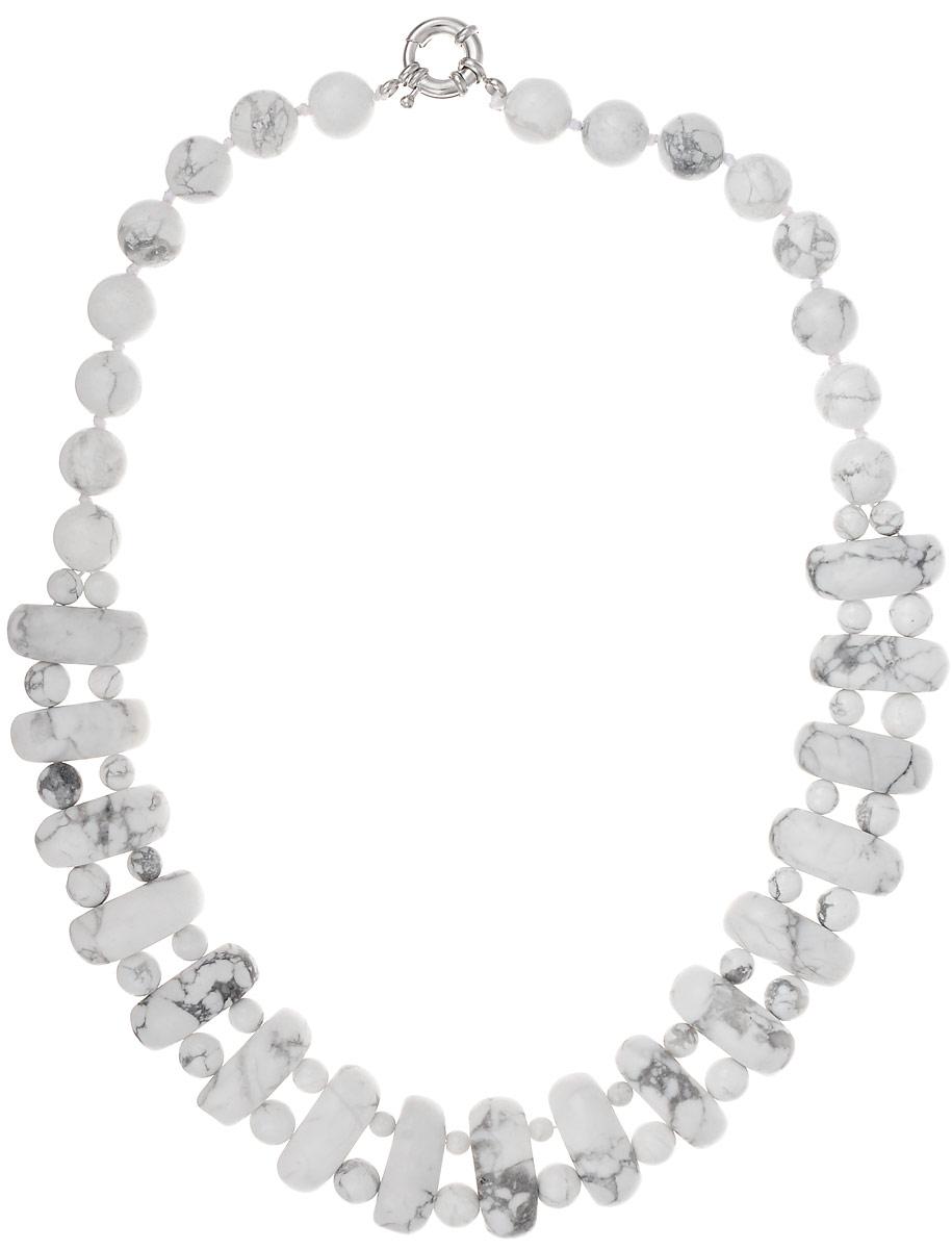 Бусы Art-Silver, цвет: белый, длина 45 см. СМЦ57-6-956СМЦ57-6-956Бусы Art-Silver подчеркнут изящество и непревзойденный вкус своей обладательницы. Они выполнены из бижутерного сплава и кахолонга. Изделие оснащено удобным замком-карабином. Кахолонг - непрозрачная разновидность опала. Представляет собой камень молочно-белого цвета, из-за чего получил название жемчужного опала. Стихия кахолонга - Земля. Он способен успокаивать, укрощать вспышки гнева, избавлять от депрессивного состояния. Этот кристалл - талисман для беременных женщин и матерей. Бусы из этих благородных камней выглядят как произведение искусства. Такое украшение станет изюминкой вашего образа и добавит лоск и элегантность.