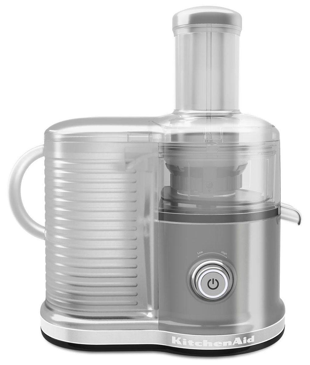 KitchenAid Artisan 5KVJ0333, Silver соковыжималка5KVJ0333EMSСкоростная центрифужная соковыжималка KitchenAid Artisan 5KVJ0333 имеет две скорости для мягких и твердых фруктов и овощей, что увеличивает объем получаемого сока, сокращая количество отходов. Экстра широкое жерло и толкатель подходит для фруктов и овощей разных размеров, сокращая время предварительной нарезки. Капля-стоп для контролирования вытекания сока. Контроль объема мякоти с помощью фильтра с 3-мя регулируемыми настройками позволяет регулировать объем мякоти в соке для приготовления однородных овощных соков или более густых фруктовых соков.