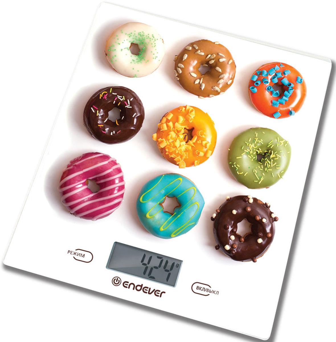 Endever KS-521 весы кухонныеKS-521Кухонные электронные весы Endever KS-521 - незаменимые помощники современной хозяйки. Они помогут точно взвесить любые продукты и ингредиенты. Кроме того, позволят людям, соблюдающим диету, контролировать количество съедаемой пищи и размеры порций. Предназначены для взвешивания продуктов с точностью измерения 1 г. Имеют сенсорное управление.Электронные кухонные весы Endever KS-521 - это высококачественный прибор, в котором применены новейшие технологии в области использования безопасных для здоровья материалов и компонентов.