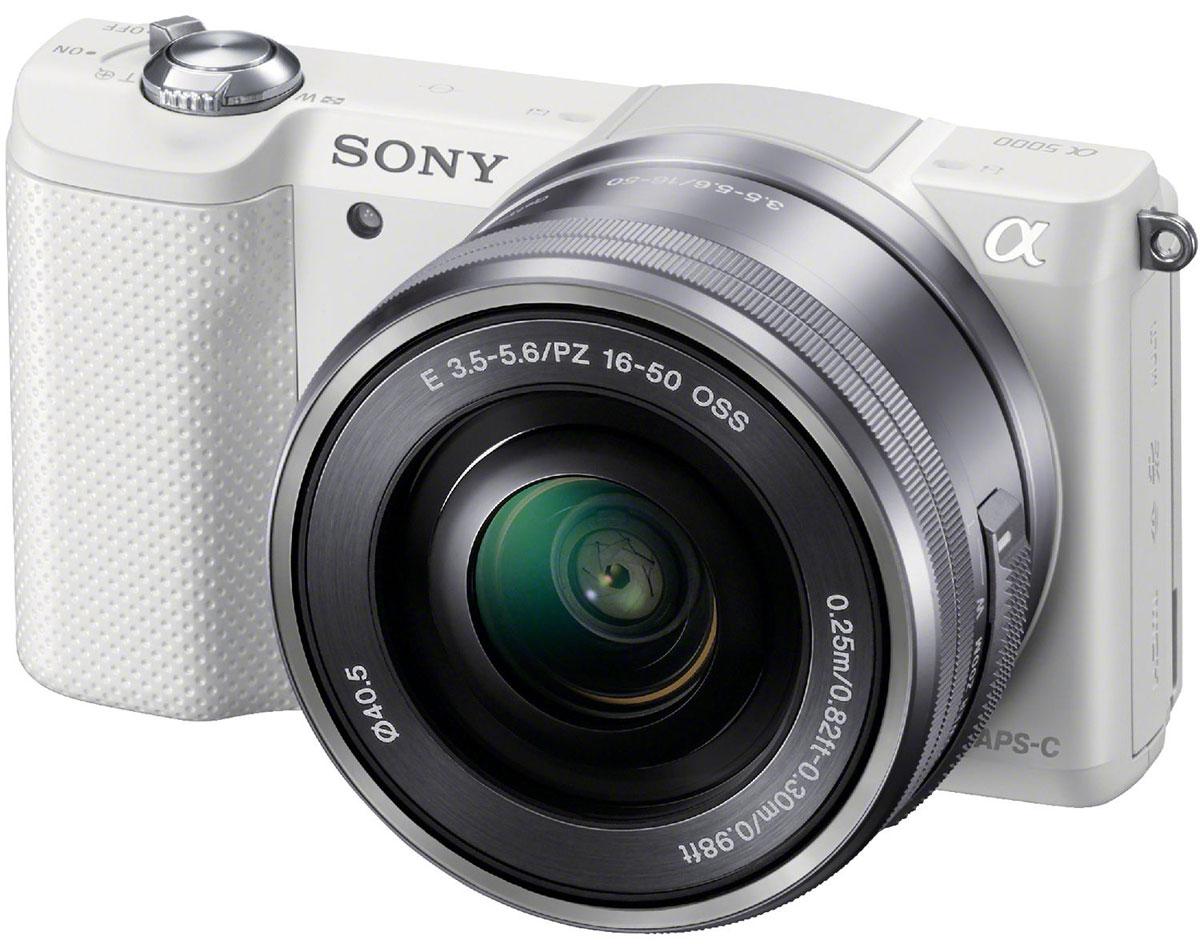 Sony Alpha A5000 Kit 16-50 mm, White цифровая фотокамераILCE5000LW.CECКомпактная камера со сменной оптикой Sony Alpha A5000. Благодаря большой матрице Exmor APS HD CMOS 20.1 Мпикс камера позволяет получать снимки с высоким разрешением и качеством DSLR без цифрового шума или ухудшения чувствительности в условиях низкой освещенности. С новым процессором изображений BIONZ X можно добиться невероятных результатов: еще более точная цветопередача, улучшенное шумоподавление и еще более скоростная серийная съемка. Удобный рычаг зума на корпусе камеры позволяет легко и плавно настраивать зум одной рукой даже при съемке автопортретов, придавая камерам со съемной оптикой удобство компактных фотокамер. Вспышка, встроенная в компактный корпус камеры, пригодится, когда для съемки понадобится дополнительный источник света. Высокая чувствительность ISO - от 100 до 16000 - позволяет делать снимки практически в любых условиях. В режиме Superior Auto делать великолепные фотографии как никогда просто: нужно просто навести объектив и ...