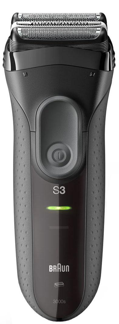 Электрическая бритва Braun Series 3 Shave&Style 3000BT черного Цвета 3-в-181547156Прибор 3-в-1 для бритья, стрижки и стайлинга. Сеточная электрическая бритва Braun Series 3 Shave&Style с возможностью подзарядки - это идеальный прибор 3-в-1 для ухода за волосами. Наслаждайтесь гладким бритьем, точной стрижкой бороды или щетины с помощью всего одного устройства, просто меняя головку и добавляя одну из 5 насадок. Преимущества: Гладкое бритье: 3 чувствительных к давлению элемента бритвенной системы обеспечивают эффективность и комфорт Точное подравнивание: 5 гребней 1-7 мм для создания мужественного образа с 3-дневной щетиной Точные контуры: сменная насадка-триммер для более точного бритья Электрическая бритва надежна в эксплуатации и выдерживает давление воды на глубине до 5 метров В комплекте: Электрическая бритва Braun Series 3 ProSkin, сменные бритвенная головка и точный триммер, 5 насадок-гребней c мягким чехлом, защитная крышка, щеточка для чистки, зарядное устройство Smart Plug с автоматической настройкой...