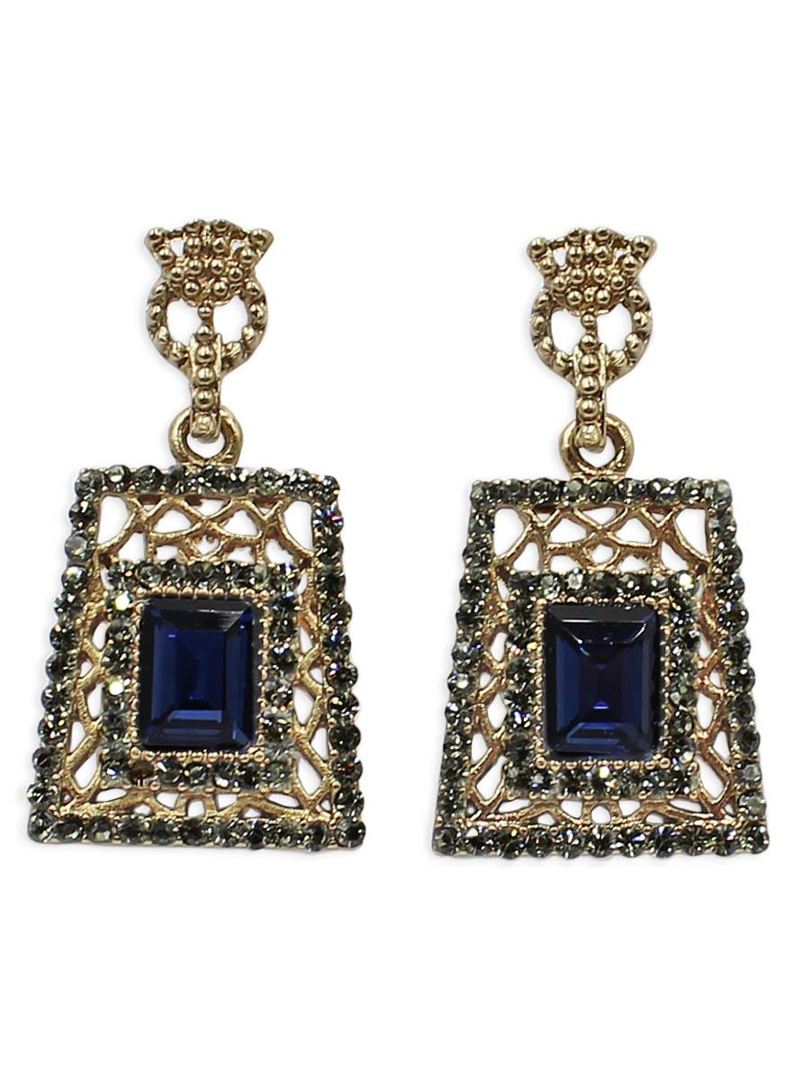 Серьги Taya, цвет: золотистый, темно-синий. T-B-12429Пуссеты (гвоздики)Серьги-гвоздики с заглушкой металл-пластик изготовлены из бижутерного сплава. Серьги в прямоугольной форме оформлены темными кристаллами и стразами. Украшение выглядит дорого и богато.
