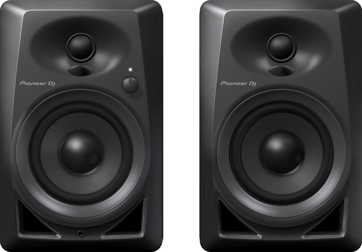 Pioneer DM-40 активная акустическая система (пара)381272Компактные мониторы Pioneer DM-40 построены с использованием высококачественных компонентов от дочернего бренда Pioneer Pro Audio – TAD. Так же, в новой модели применены технологии из профессиональных DJ мониторов серии S-DJ X, например, фронтальная система Bass Reflex, благодаря которой бас становится упругим и ощутимым. Мягкие купольные твиттеры с выпуклыми диффузорами DECO воспроизводят стереозвук с 3D эффектом и широкой зоной комфортного прослушивания; благодаря чему звучание будет чистым и энергичным, независимо от того, сидите ли вы за производством трека, стоите ли вы за вертушками, или просто слушаете музыку со смартфона. Мониторы Pioneer DM-40 станут универсальным домашним комплектом, с простым подключением к диджейскому набору или рабочей станции с помощью входов RCA или стерео миниджека. Фронтальная система bass reflex обеспечивает богатство низких частот. 4-дюймовые НЧ драйверы из стекловолокна работают в режиме фронтального прямого...