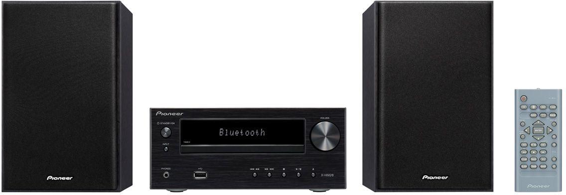 Pioneer X-HM26-B музыкальный центрX-HM26-BМатово-алюминиевый внешний вид модели Pioneer X-HM 26 подчеркивает ее не подверженное влиянию моды благородство, и благодаря ему микросистема будет выглядеть абсолютно новой и через несколько лет. И очень хорошо, что CD-ресивер наряду с обычным FM-радио и классическими СD поддерживает современные источники музыки: к USB-порту с передней стороны можно подключить флэшки с подборками музыкальных файлов в формате MP3, а интегрированный модуль Bluetooth делает возможной беспроводную потоковую передачу со смартфона. Так ваши любимые музыкальные приложения будут вместе с вами в кабинете, гостиной или спальне - место для модели X-HM 26 найдется везде. Независимо от места установки и используемого в определенный момент источника двухполосные колонки вместе с функцией P.Bass, эквалайзером и регуляторами звучания всегда гарантируют надлежащее качество звука. В повседневной жизни также быстро начинаешь ценить преимущества функций спящего режима и будильника модели X-HM 26. Так, например, с...