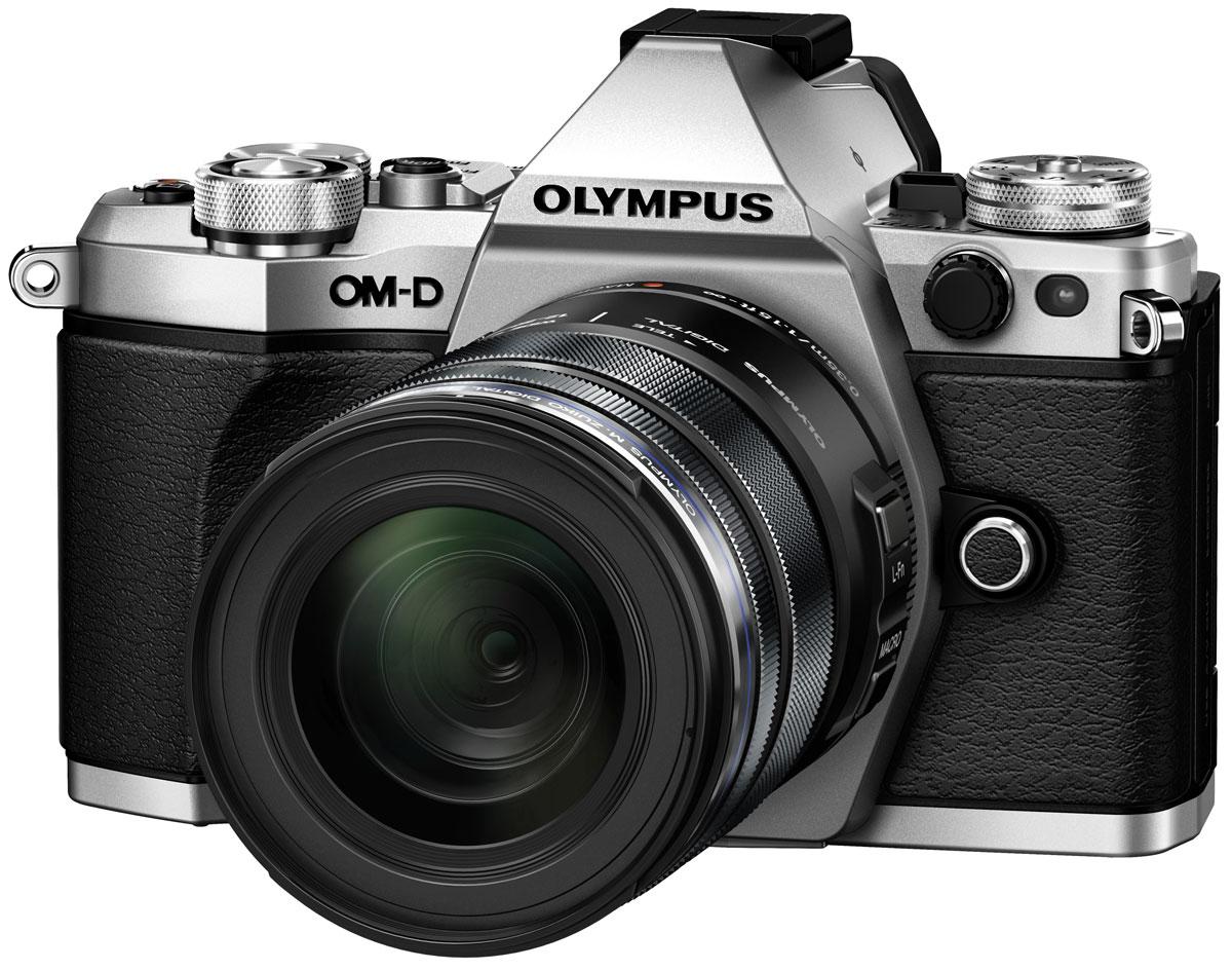 Olympus OM-D E-M5 Mark II Kit 12-50, Silver цифровая фотокамераV207042SE000Камера Olympus OM-D E-M5 Mark II - это портативное защищенное устройство. Она не только легкая (вес около 417 г), но и обладает совершенной конструкцией. Благодаря защите от пыли/брызг/низких температур матушка природа не будет беспокоить вас во время съемки фото или видео. А компактный размер позволит вам быть в центре внимания, не выделяясь из толпы. Лучший в мире стабилизатор изображения (Стандарт CIPA на февраль 2015 г.) идеально подходит для съемки четких фотографий и видеороликов при недостаточном освещении и без штатива. Вперед, назад, вправо, влево. Куда бы не двигалась камера, встроенный 5-осевой стабилизатор предотвратит появление размытий. Он даже позволит получать четкую картинку в видоискателе для точного кадрирования. Избавьтесь от громоздких стабилизаторов, которые обычно используются при съемке видео с качеством фильма. Лучший в мире 5-осевой стабилизатор изображения камеры E-M5 Mark II - все, что нужно для съемки роликов. Теперь вы можете делать...