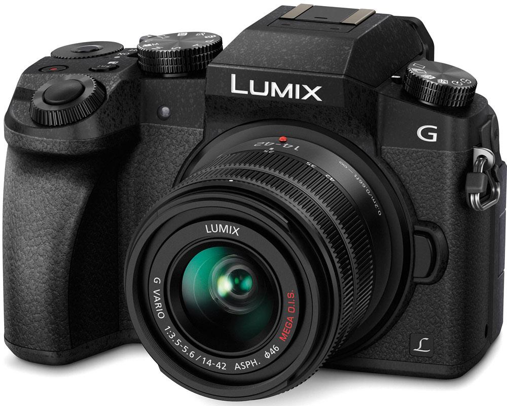 Panasonic Lumix DMC-G7 Kit 14-42mm, Black цифровая фотокамераDMC-G7KEE-KСохраняйте драгоценные моменты в захватывающем дух качестве на видеозаписях с разрешением 4К. И запечатлейте особые моменты на фотоснимках с функцией 4К Фото. Гибридная камера Panasonic Lumix DMC-G7 с разрешением 4К навсегда сохранит их совершенство. Не важно, смотрите ли вы фильмы или обрабатываете видео, формат 4К оставляет намного более глубокие впечатления от просмотра, чем когда-либо ранее. Фактическое разрешение 3840 х 2160 пикселей в четыре раза больше, чем в формате Full HD. благодаря чему достигается значительно больший уровень детализации. Даже если вы конвертируете видео, снятое в разрешении 4К в Full HD для просмотра на телевизоре, оно будут иметь более четкую и резкую картинку, чем если бы было снято в разрешении Full HD. Используя высокое разрешение 4К, Panasonic LUMIX G7 представляет новую функцию 4K Фото, которая позволит извлекать отдельные кадры из видеоряда (снятого на скорости 25 кадров в секунду), чтобы поймать те волшебные моменты, которые...