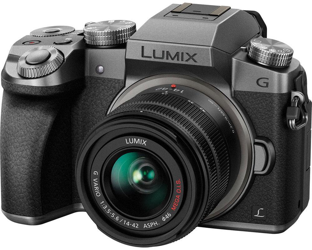 Panasonic Lumix DMC-G7 Kit 14-42mm, Silver цифровая фотокамераDMC-G7KEE-SСохраняйте драгоценные моменты в захватывающем дух качестве на видеозаписях с разрешением 4К. И запечатлейте особые моменты на фотоснимках с функцией 4К Фото. Гибридная камера Panasonic Lumix DMC-G7 с разрешением 4К навсегда сохранит их совершенство. Не важно, смотрите ли вы фильмы или обрабатываете видео, формат 4К оставляет намного более глубокие впечатления от просмотра, чем когда-либо ранее. Фактическое разрешение 3840 х 2160 пикселей в четыре раза больше, чем в формате Full HD. благодаря чему достигается значительно больший уровень детализации. Даже если вы конвертируете видео, снятое в разрешении 4К в Full HD для просмотра на телевизоре, оно будут иметь более четкую и резкую картинку, чем если бы было снято в разрешении Full HD. Используя высокое разрешение 4К, Panasonic LUMIX G7 представляет новую функцию 4K Фото, которая позволит извлекать отдельные кадры из видеоряда (снятого на скорости 25 кадров в секунду), чтобы поймать те волшебные моменты, которые...