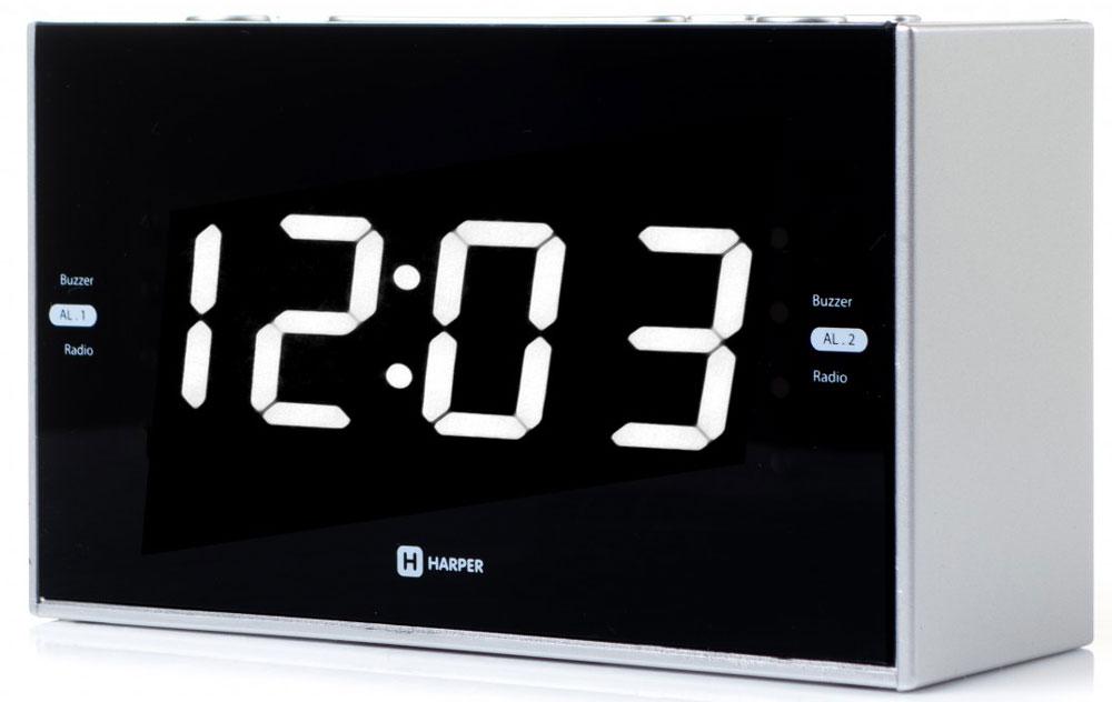 Harper HCLK-2041 радиобудильникH00001164Harper HCLK-2041 – это удобный прибор, в котором совмещены функции часов, будильника и радиоприемника. При этом функции можно совместить между собой – так, вы можете установить в качестве мелодии на будильник эфир любимой радиостанции.Устройство запоминает до 20 радиоканалов - 10 в FM-диапазоне и 10 в AM-диапазоне. Найти их вы можете как в автоматическом, так и в ручном режиме (последняя функция пригодится в зоне не очень уверенного радиосигнала). Выбранная радиочастота будет отражаться на дисплее.Часы-будильник оснащены ярким светодиодным дисплеем, на котором время видно даже в полной темноте. При этом энергии прибор расходует совсем немного.Harper HCLK-2041 работают от электросети. Батарейки используются для сохранения настроек при отключении питания.Кнопки, удобно расположенные на корпусе будильника, позволяют увеличить или уменьшить громкость, настроить частоту радиосигнала, часы, задать время срабатывания будильника (можно настроить два независимых будильника одновременно).