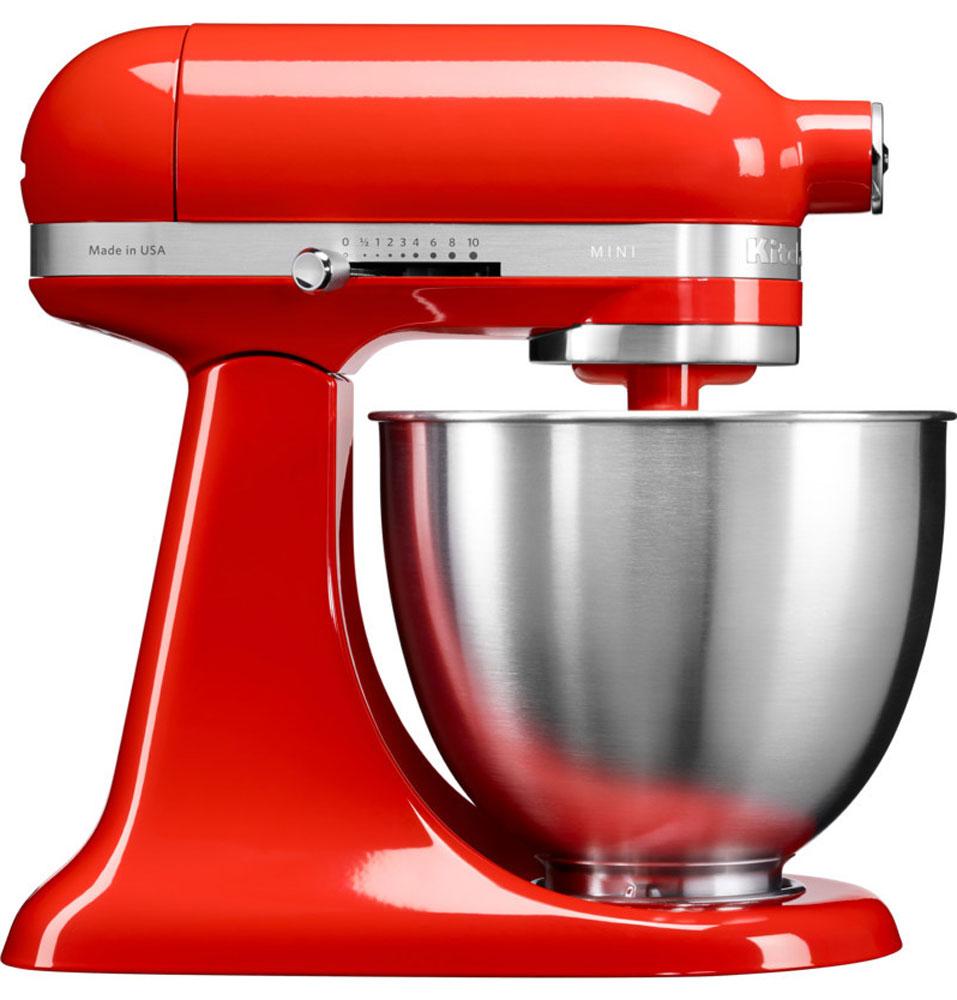 KitchenAid Mini, Red миксер (5KSM3311XEHT)5KSM3311XEHTМиксер KitchenAid Mini идеально подходит для небольшой домашней кухни и не занимает много места. Легендарный планетарный миксер KitchenAid стал на 25% легче и на 20% компактнее, чем классический миксер Artisan с откидной головкой. При небольших габаритах эта модель обладает такой же превосходной производительностью, как и старшие братья, от которых KitchenAid Mini унаследовал элегантный узнаваемый дизайн с округлыми линиями и откидывающейся рабочей частью. Великолепная производительность: миксер способен справиться с любыми рецептами, разработанными для классических моделей KitchenAid Artisan, с перерасчетом на меньший объем. Прямой привод обеспечивает мощный крутящий момент, поэтому миксер легко справится даже с плотным тестом для лапши. Планетарное вращение: эта технология смешивания и взбивания дает наилучшие результаты за счет разнонаправленного вращения венчика и рабочей части головки миксера. Благодаря этому венчик описывает сложную спиральную...
