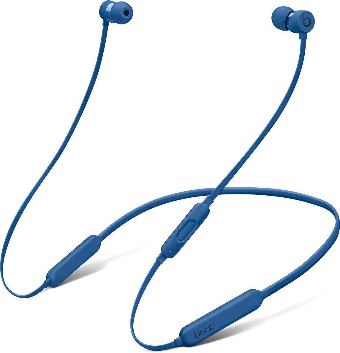 BeatsX, Blue наушникиMLYG2ZE/AБеспроводные наушники BeatsX станут вашим верным спутником — чем бы вы ни занимались. Чистое и естественное звучание любимой музыки будет сопровождать вас целый день — наушники могут работать без подзарядки до 8 часов. 5-минутной зарядки Fast Fuel хватит ещё на 2 часа воспроизведения. Наушники с уникальным кабелем Flex-Form можно не снимать целый день. Различные вкладыши и дополнительные крепления позволяют отрегулировать наушники так, чтобы они держались надёжно. А ещё их очень удобно носить с собой в кармане. Наушники BeatsX работают с полной отдачей. Изящные, лёгкие и компактные, они станут вашим идеальным компаньоном — и вы не запутаетесь в проводах. Включите их и поднесите к своему iPhone — они мгновенно подключатся к нему, а заодно и к вашим Apple Watch, iPad и Mac. Наушники BeatsX с технологией Bluetooth класса 1 обеспечивают наилучшее качество беспроводной связи. Чёткое воспроизведение всех частот и усовершенствованная шумоизоляция...