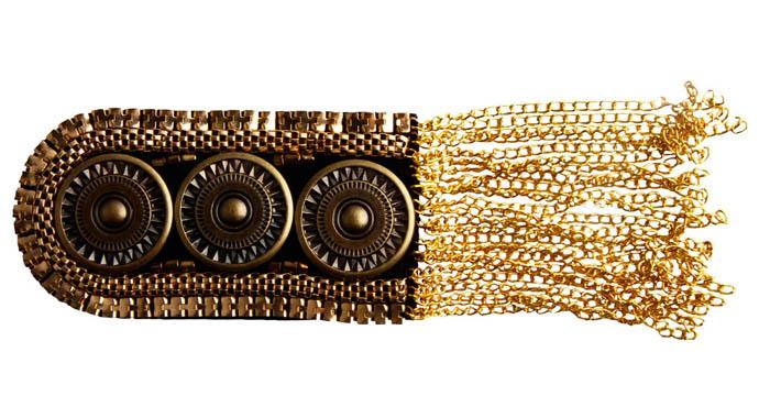 Эполет на одно плечо. Бижутерный сплав, текстиль. Южная Корея, конец XX векаОС29912Эполет на одно плечо. Бижутерный сплав, текстиль. Южная Корея, конец XX века. Размер 8,5 х 4,5 см. Длина цепочек 7 см. Сохранность хорошая. Предмет не был в использовании. Настоящим трендом нынешнего сезона можно назвать – погоны. Это нетривиальное украшение способно чудесно преобразить обыденные платья, кофты, блузки, пиджаки или пальто. Погоны подойдут девушкам, предпочитающим неординарный и броский стиль в одежде